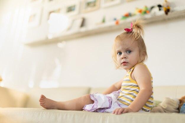 赤ちゃんは家で遊ぶ、生後20ヶ月