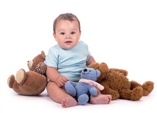 テディベアと赤ちゃん。白で隔離のテディベアと甘い子
