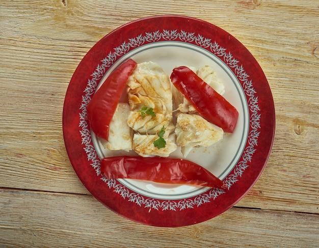 Baccala alla lucana 전통 요리와 바삭한 붉은 고추