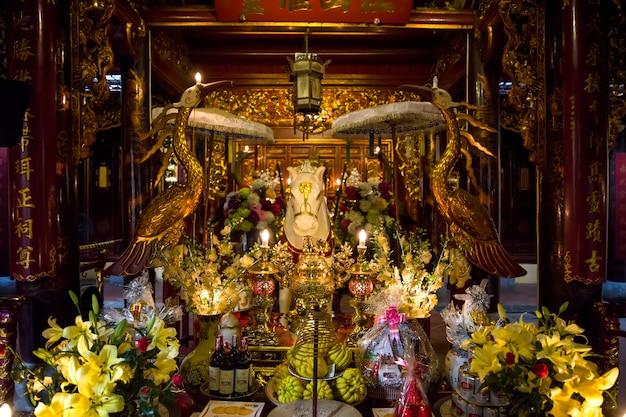 Bach ma temple in hanoi, vietnam