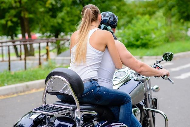 Задние гонщики на мотоцикле