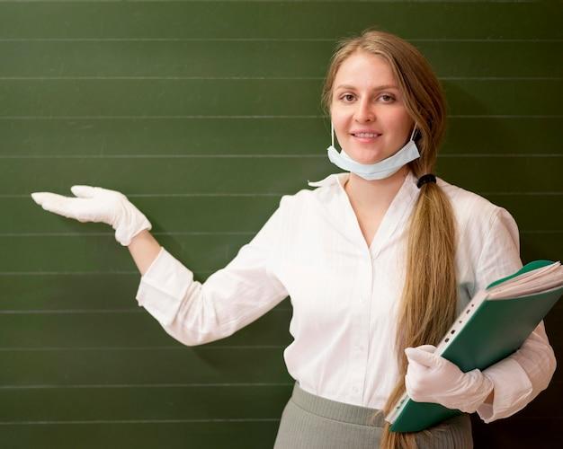 Torna a scuola durante il covid con copia spazio