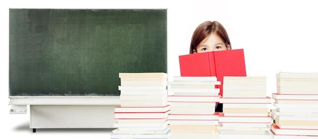 Обратно в школу! концепция образования, чтения и обучения.