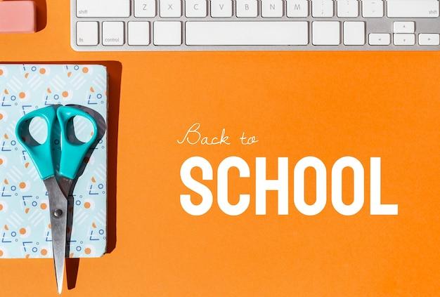 노트북으로 학교 개념으로 돌아 가기
