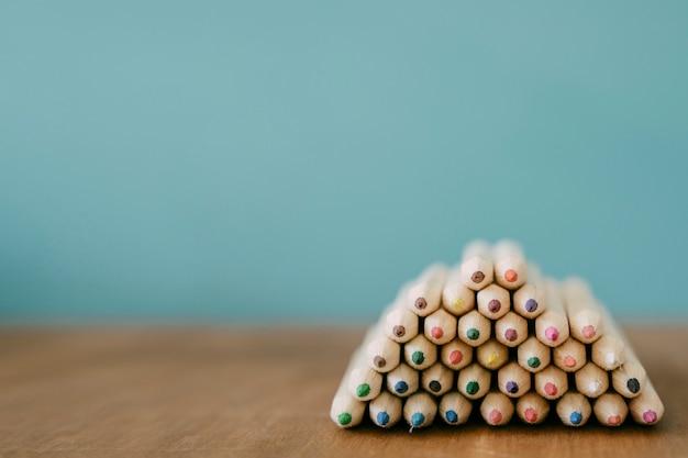 Назад к концепции школы с кучей карандашей