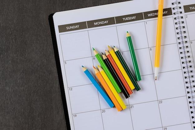 학교에서 공부하기 위한 편지지에서 학교로 돌아가면 교과서, 창의성을 위한 자료에 있습니다