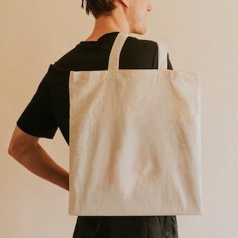 Tote bag di trasporto dell'uomo di vista posteriore