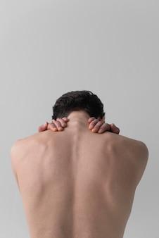 Вид сзади голый мужчина