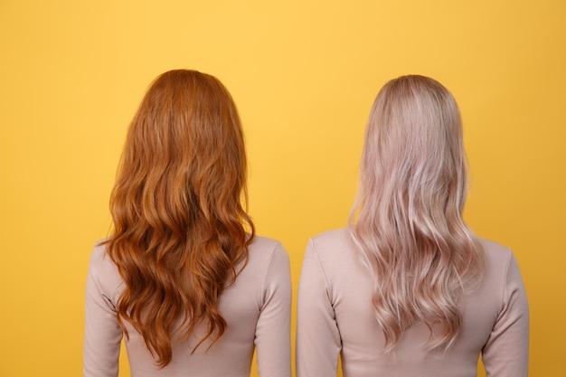 Вид сзади фото молодой рыжей и блондинки