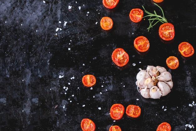 Backed tomatoes and garlic