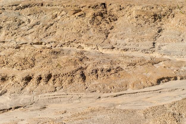 Фон - фрагмент высохшего глиняного русла водной струи.