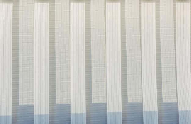 背景の抽象的な幾何学的な垂直線白とグレーのグラデーションカラー