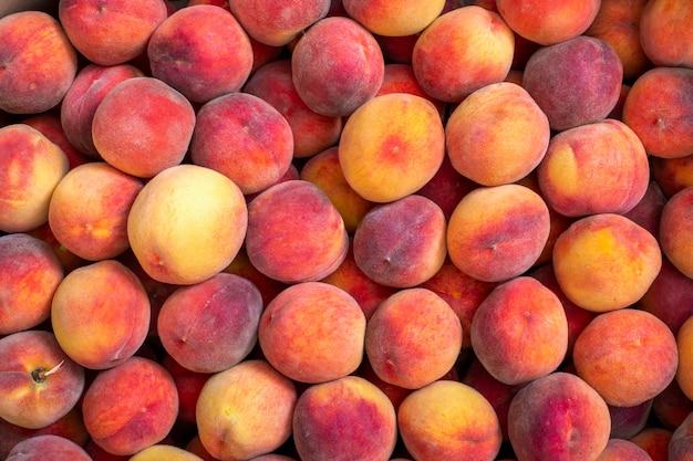 熟した桃の背景と質感。