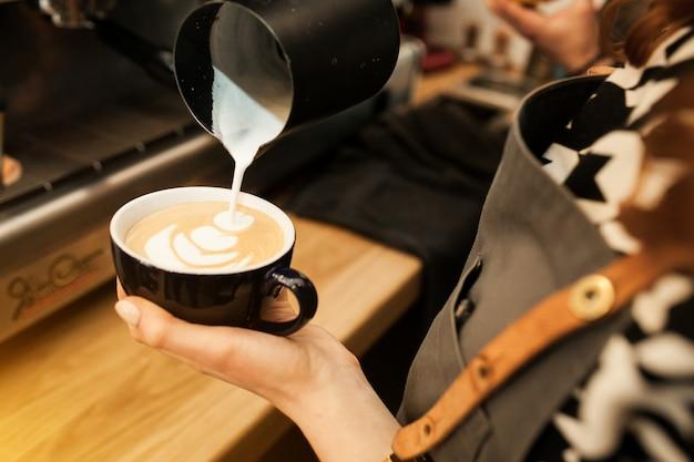 Фон коричневый кофе белый черный