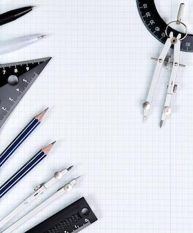 背景-ボックス内の白いノートブックシートに描画ツール