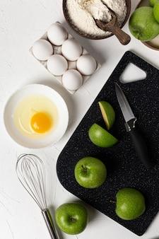 ベーキングの背景。食料品。アップルパイレシピのコンセプト。上面図。