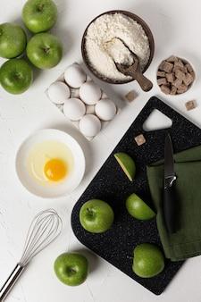ベーキングの背景。食料品。アップルパイレシピのコンセプト