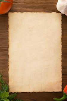 Фон для приготовления рецептов и специй на деревянном столе