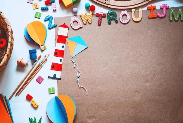 幼稚園、幼稚園、美術の授業の背景