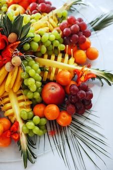 Фон из множества вкусных фруктов.