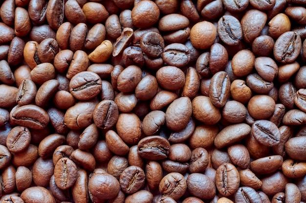 로스팅 후 향기로운 커피 콩의 배경.