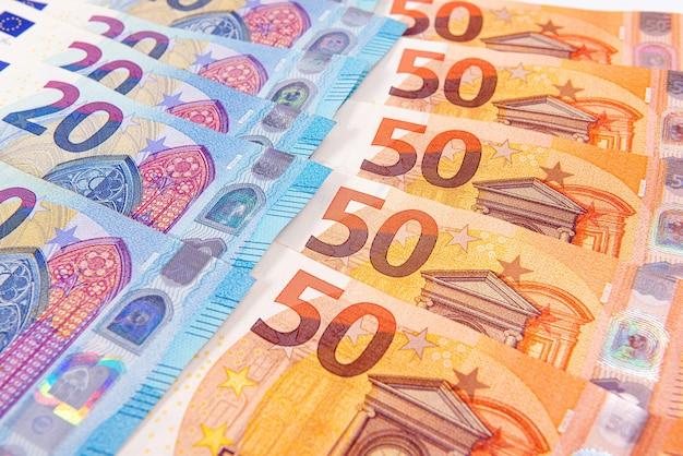 Фон из банкнот евро, банкноты евро как части экономической и торговой системы, крупным планом