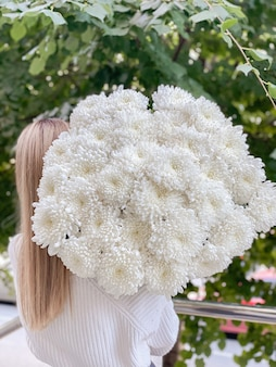 Background image of beautiful flowers in closeup a bouquet of white chrysanthemums