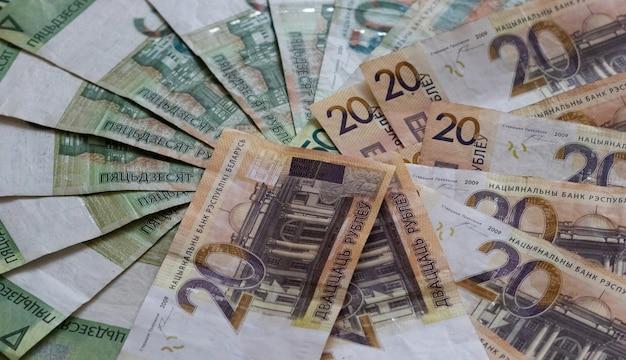 Фон белорусских рублей банкнот текстуры белорусских рублей