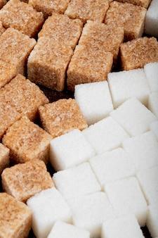 Фон из коричневого и белого сахара, вид сбоку