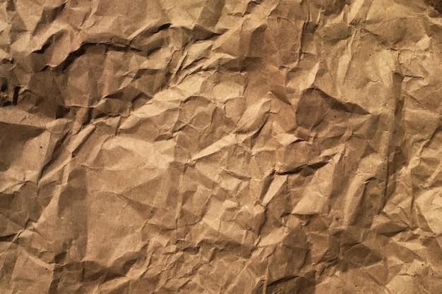 갈색 포장 구겨진 종이의 배경입니다. 확대