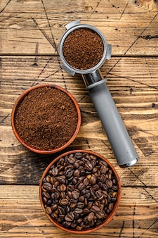 Portafilter의 커피 원두와 분쇄 원두 커피의 배경