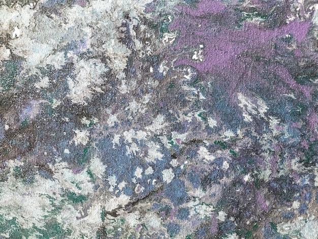 青と紫の塗料のカラフルな水しぶきの背景。アートワークの断片
