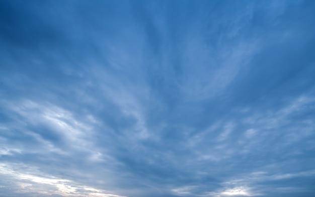 Фон темных облаков перед грозой