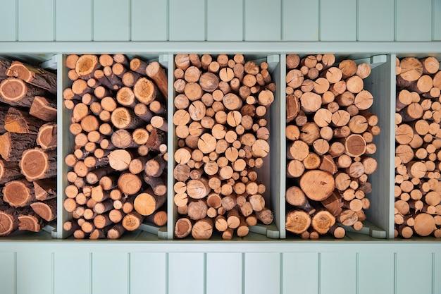 Фон дров в сарае