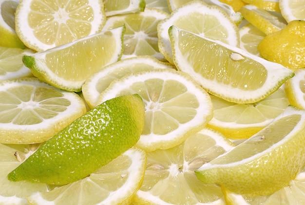 新鮮なジューシーなレモンスライスの背景食べ物と飲み物