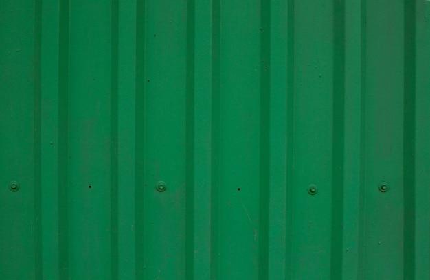 緑の金属の葉の背景。クローズアップショット