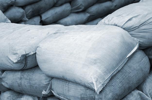 Предпосылка много пакостных мешков с песком для защиты от наводнений.