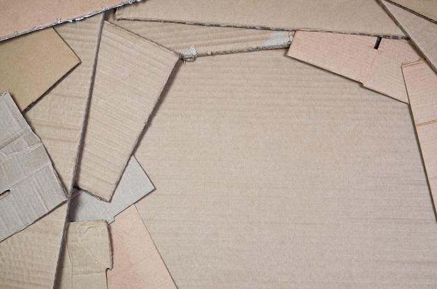 紙のテクスチャの背景はリサイクルする準備ができて重ねました。