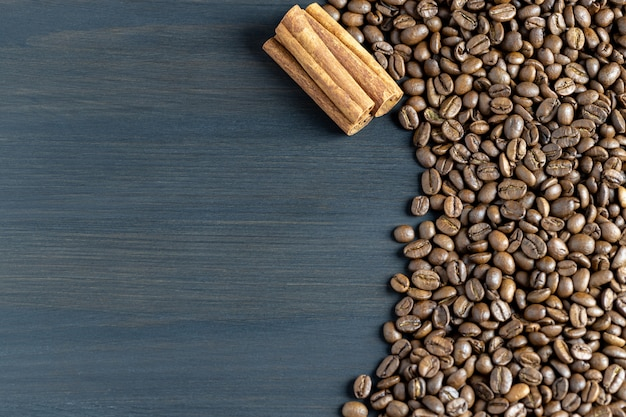 텍스트에 대 한 장소 볶은 커피 콩 및 계피의 배경
