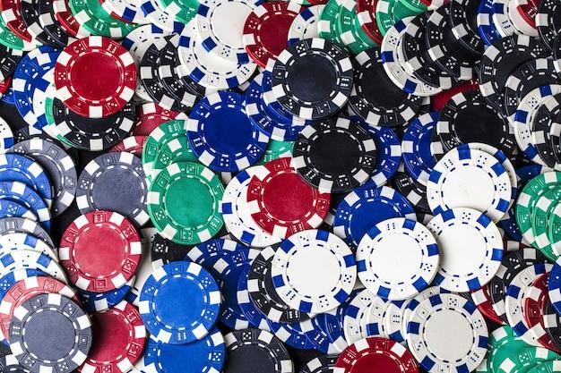 포커 게임을위한 컬러 칩 세트의 배경