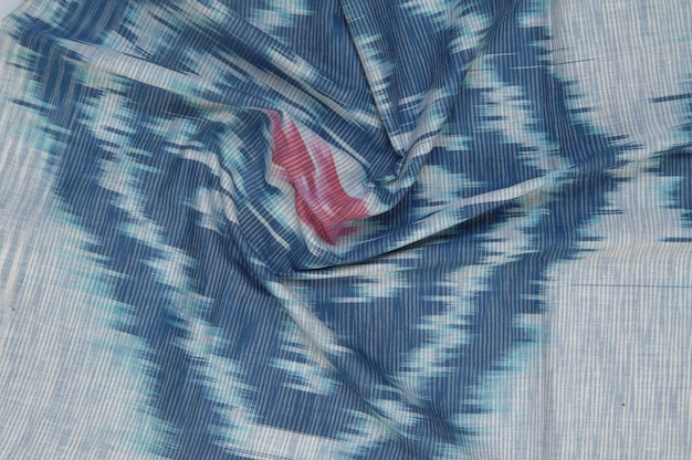 Фон из шелковой ткани с восточными орнаментами. узбекский шелк с орнаментом