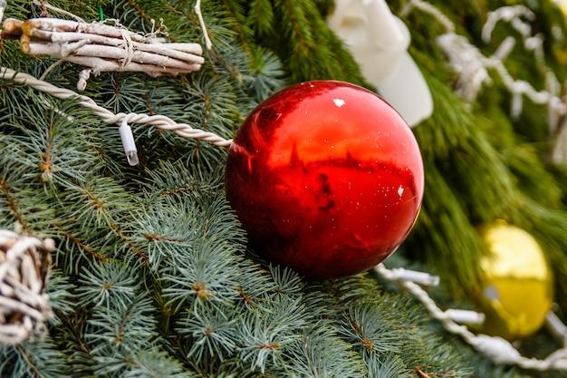クリスマスツリーと装飾の背景