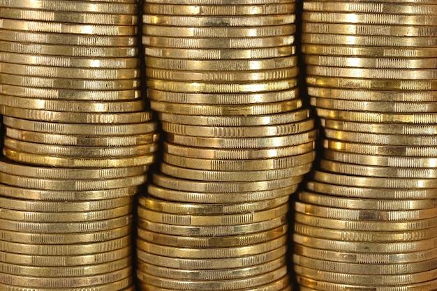 Фон из монет заделывают как фон