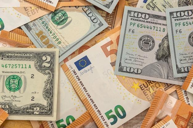 世界の2つの最大通貨、ドルとユーロの背景。金融