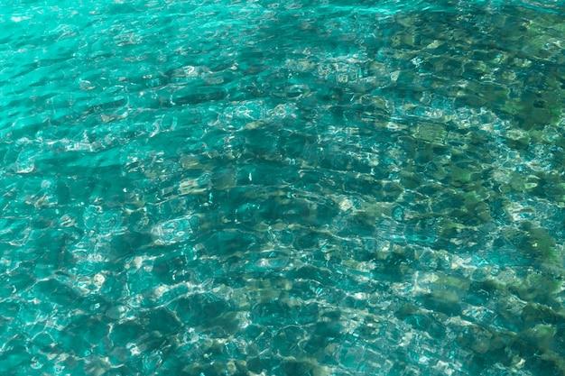 투명한 바닷물과 바닥의 배경