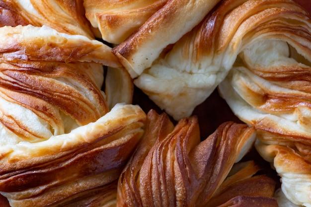 꼬인 덴마크어 빵의 배경