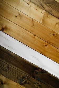 Фон из деревянных досок из разных пород дерева, уложенных по диагонали