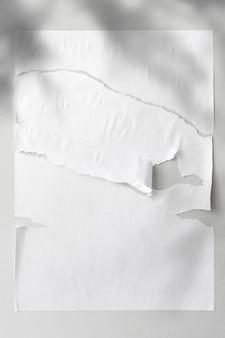 背景撕裂的纸与阴影