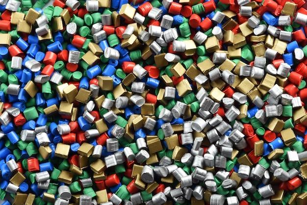 Фоновая текстура разноцветных пластиковых гранул