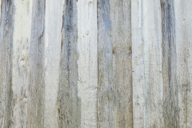 古い白い塗られた木の裏地板壁の背景の質感
